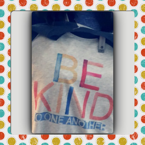 Hi Ellen I love my #bekind shirt from @EDEllenDeGneres and go #Eagles @EdGlavin #FlyEaglesFly https://t.co/RDB0xuohdM