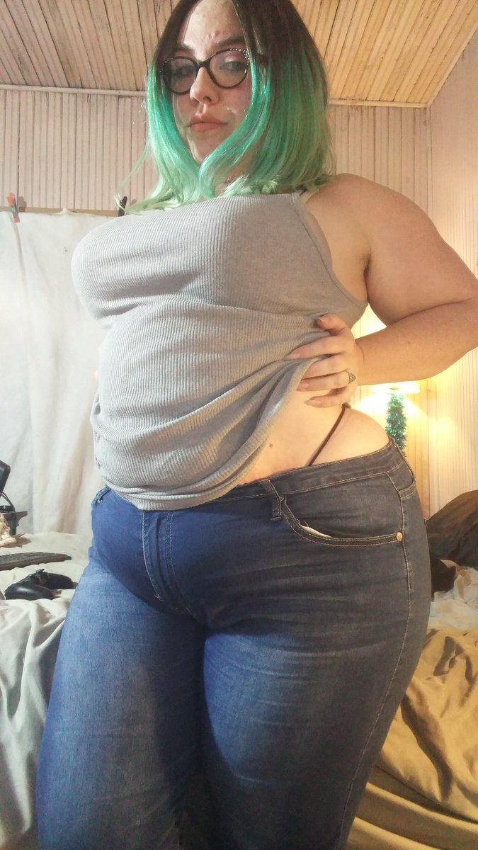 Jessica Rabbit's jealous. Now live at Nf56ifhsRc in skintight #jeans r7Ma6
