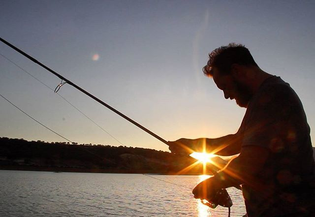 #<b>Sunset</b> #sunlight #carpfishing #spain #spodding #happydays https://t.co/h6h2Ozgotg