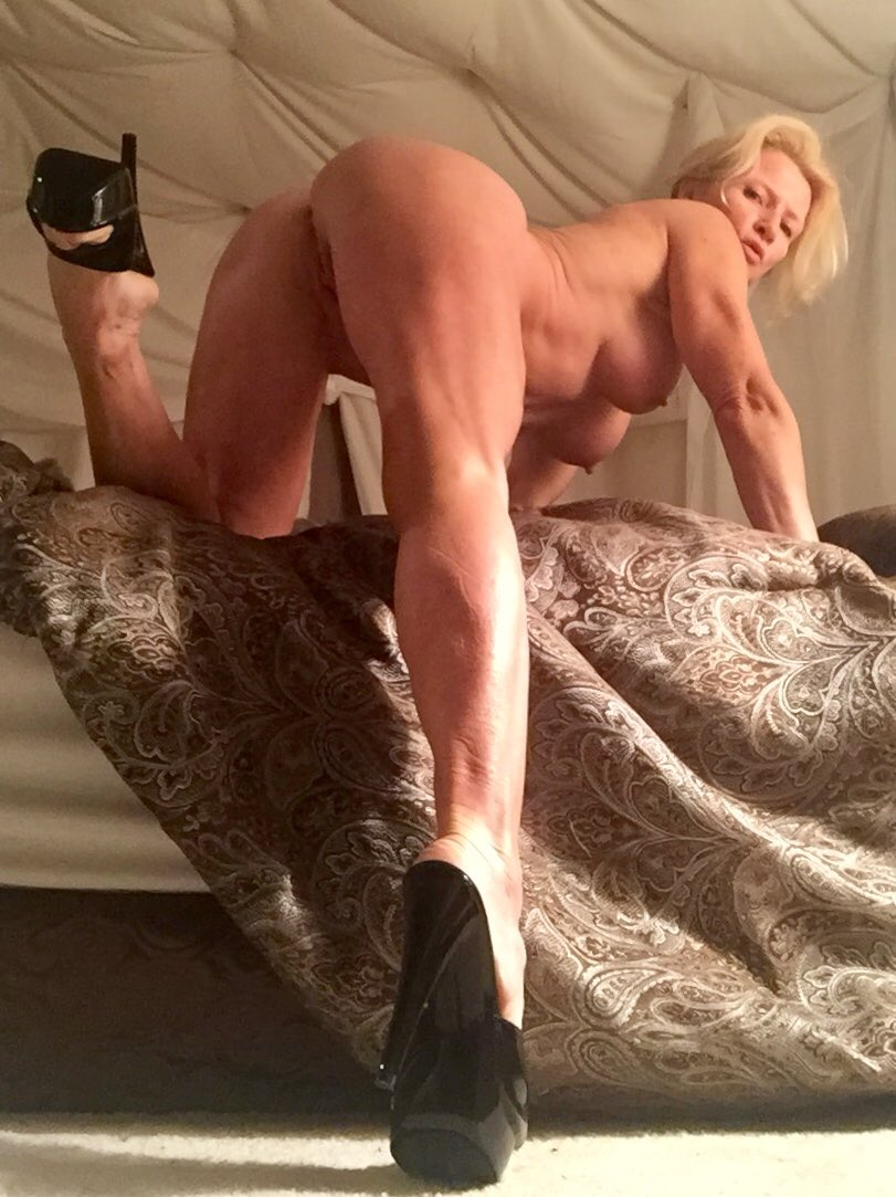 3 pic. #WickedWednesday morning selfies #naked #milf #highheels GM all!💋❤️💕💋❤️💕💋❤️💕 EPg