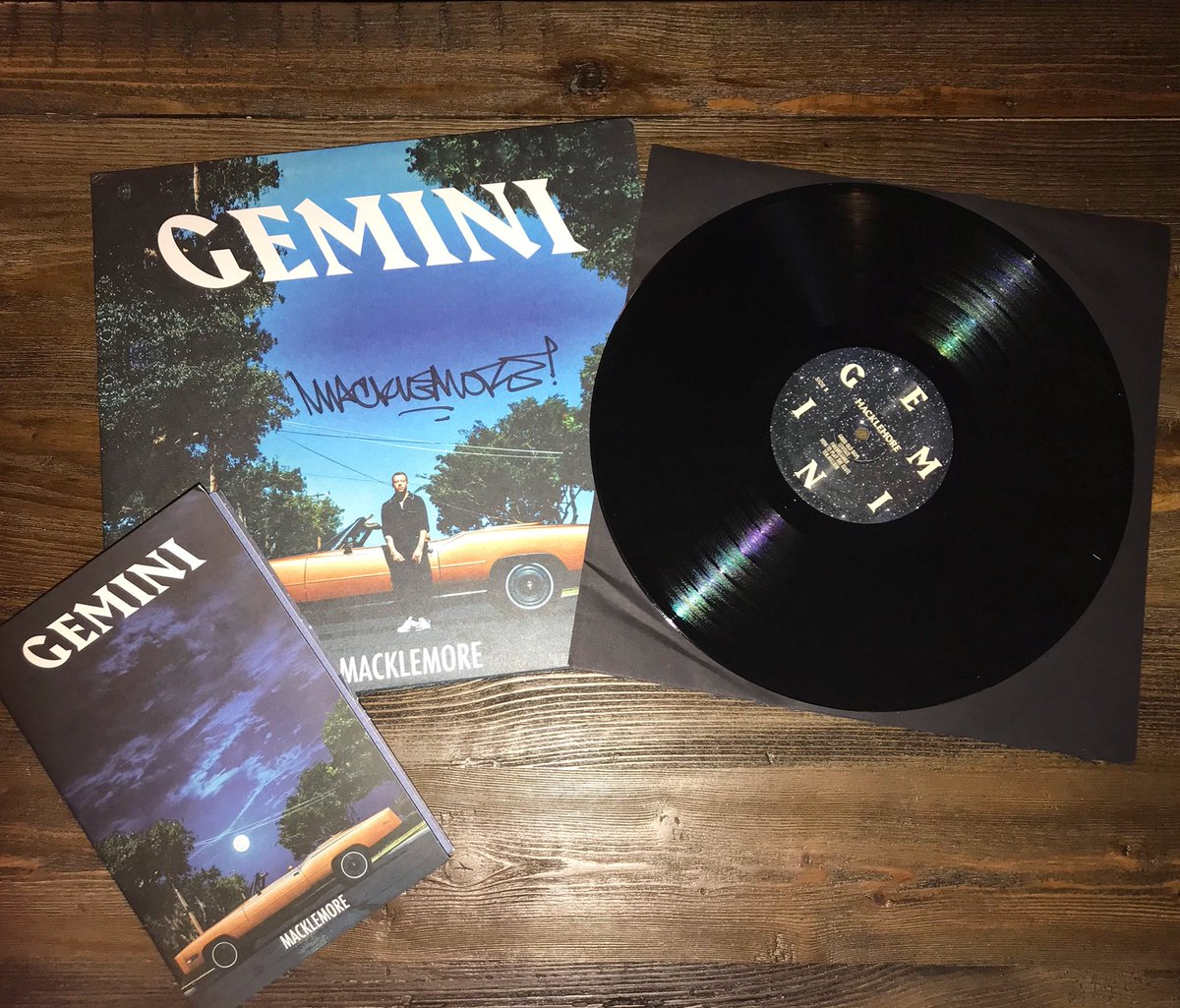 RT @coachLid: The @macklemore Gemini Record showed up today and it was AUTOGRAPHED!! #GeminiTour https://t.co/MfQhecqspo
