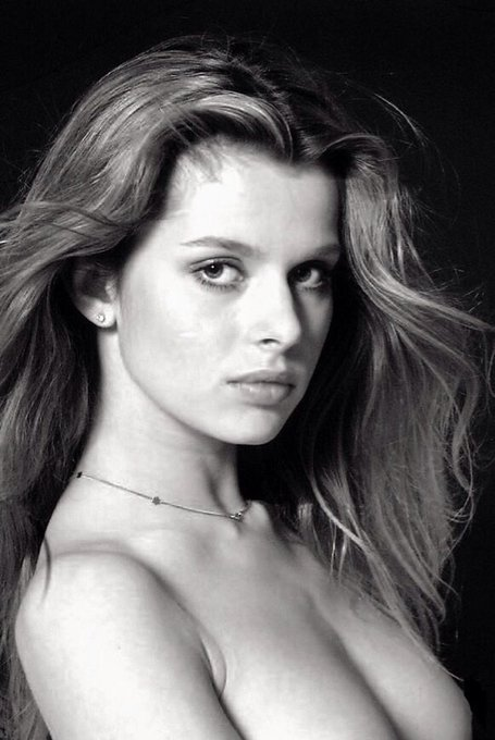 We wish a very happy birthday to the gorgeous Nastassja Kinski! ¡Feliz cumpleaños