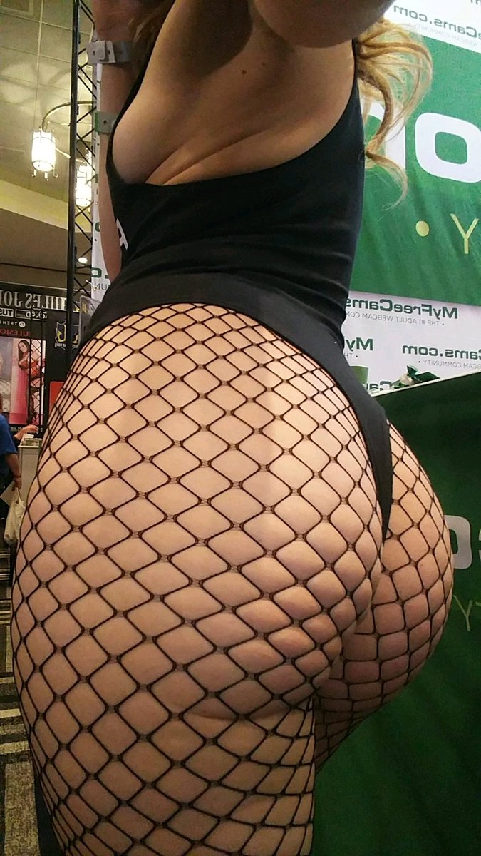 RT or like if you wanna touch my butt ❤ (it's soft) 5WX2vdYfCp