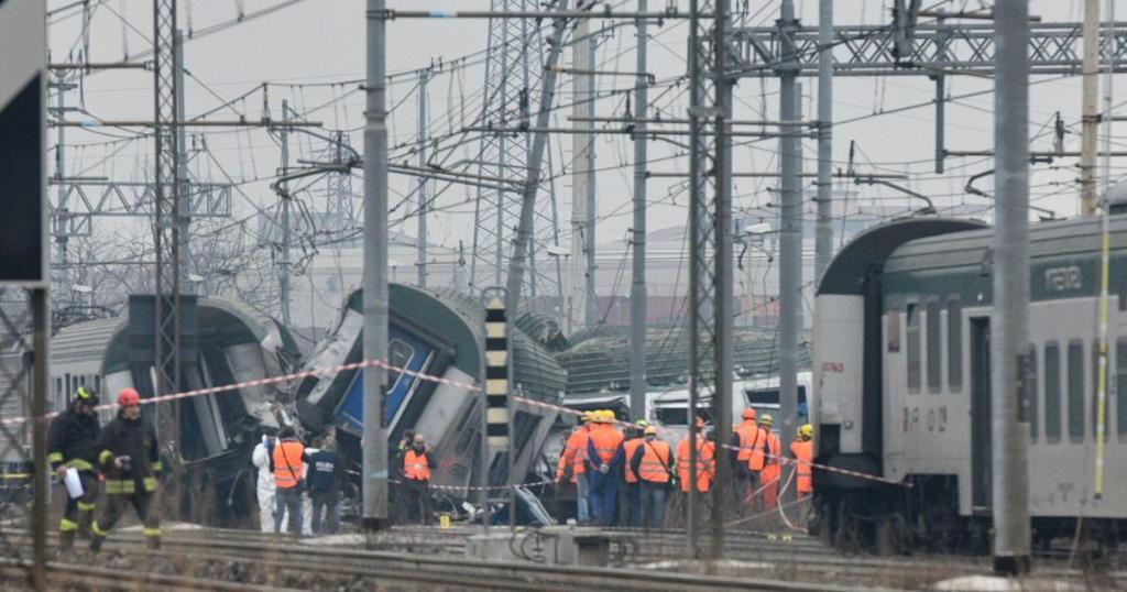 At least 3 killed and 10 seriously injured as commuter train derails near Milan, Italy