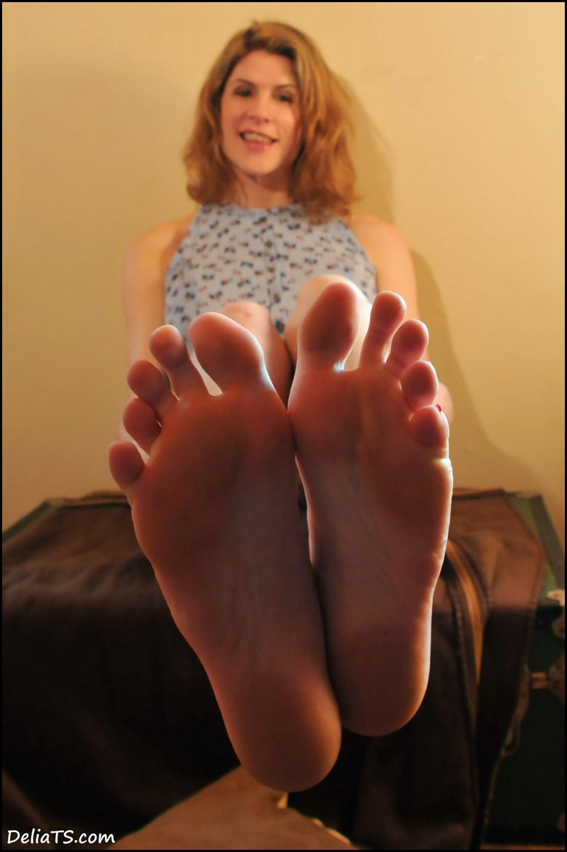 4 pic. A few more fun faves and foot fetish-y features from new photoset: 8gPz