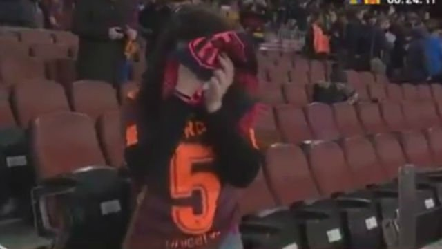 RT @sport: #LaCopa | #VIDEO  ¡La fan número uno de Busquets no pudo aguantar la emoción! https://t.co/WlOFKlnGMq https://t.co/M5n2xj9Dyv