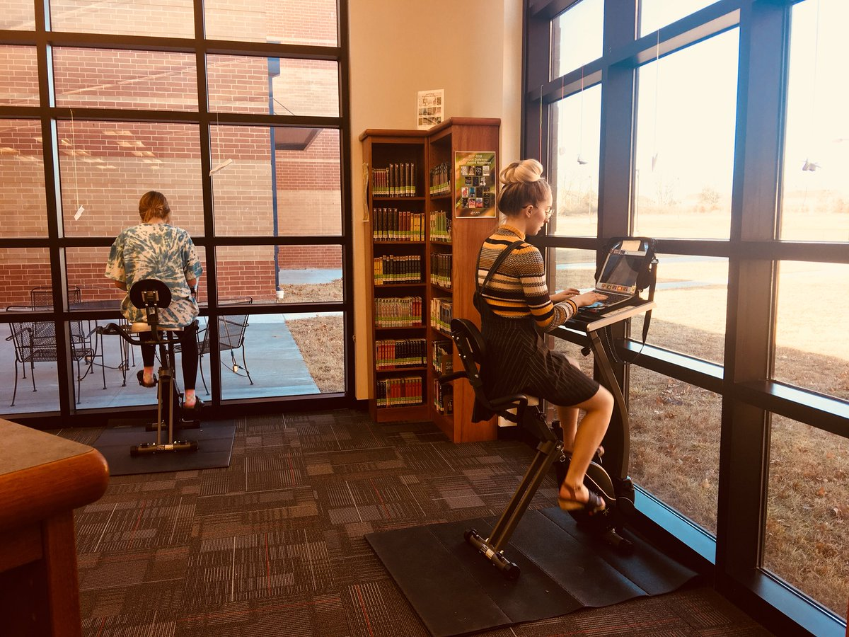 """French III lovelies are riding the exercise bikes while working on their Twine-style """"choose your own adventure"""" stories. @WSD_LHS_French #wsdlibraries #whatwedo https://t.co/2qe6tvKaez"""