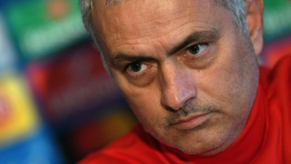 Mourinho signs contract extension at Manchester United