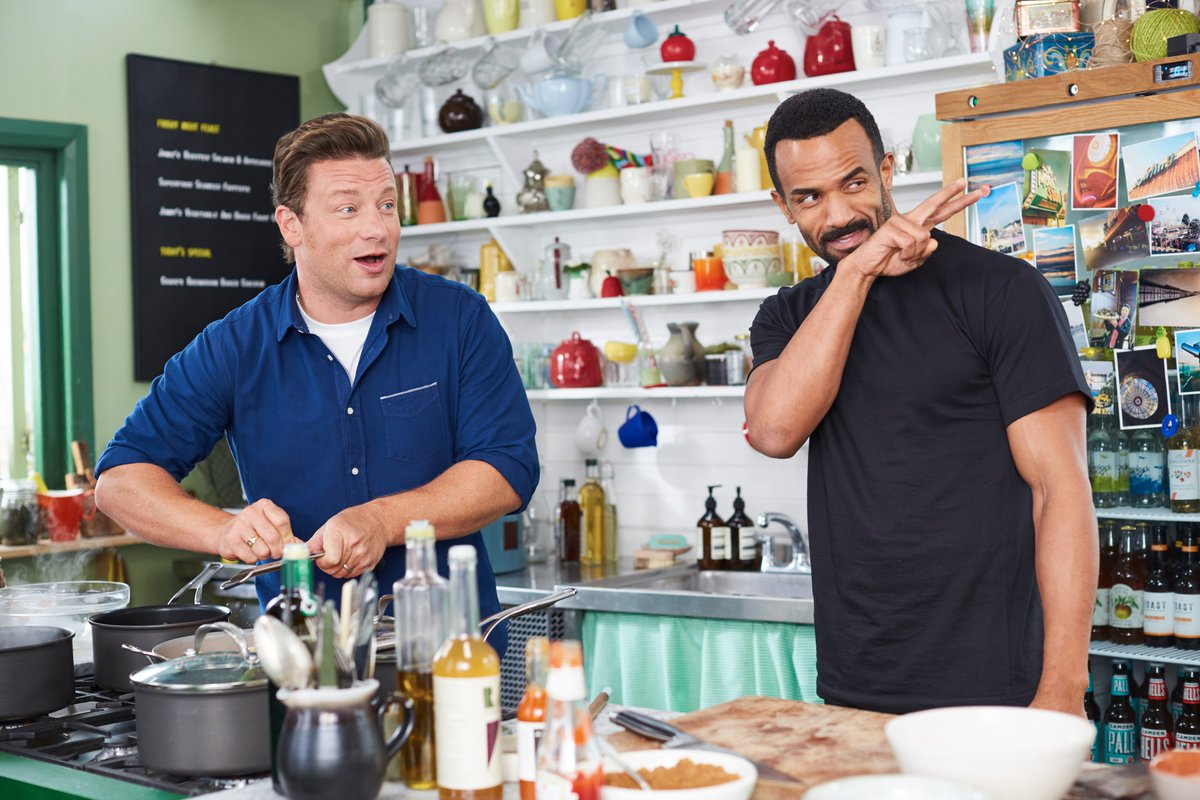 Don't walk away from #FridayNightFeast tonight… @CraigDavid's got his eye on you! 15 minutes to go, @Channel4. https://t.co/swPPfy8afT