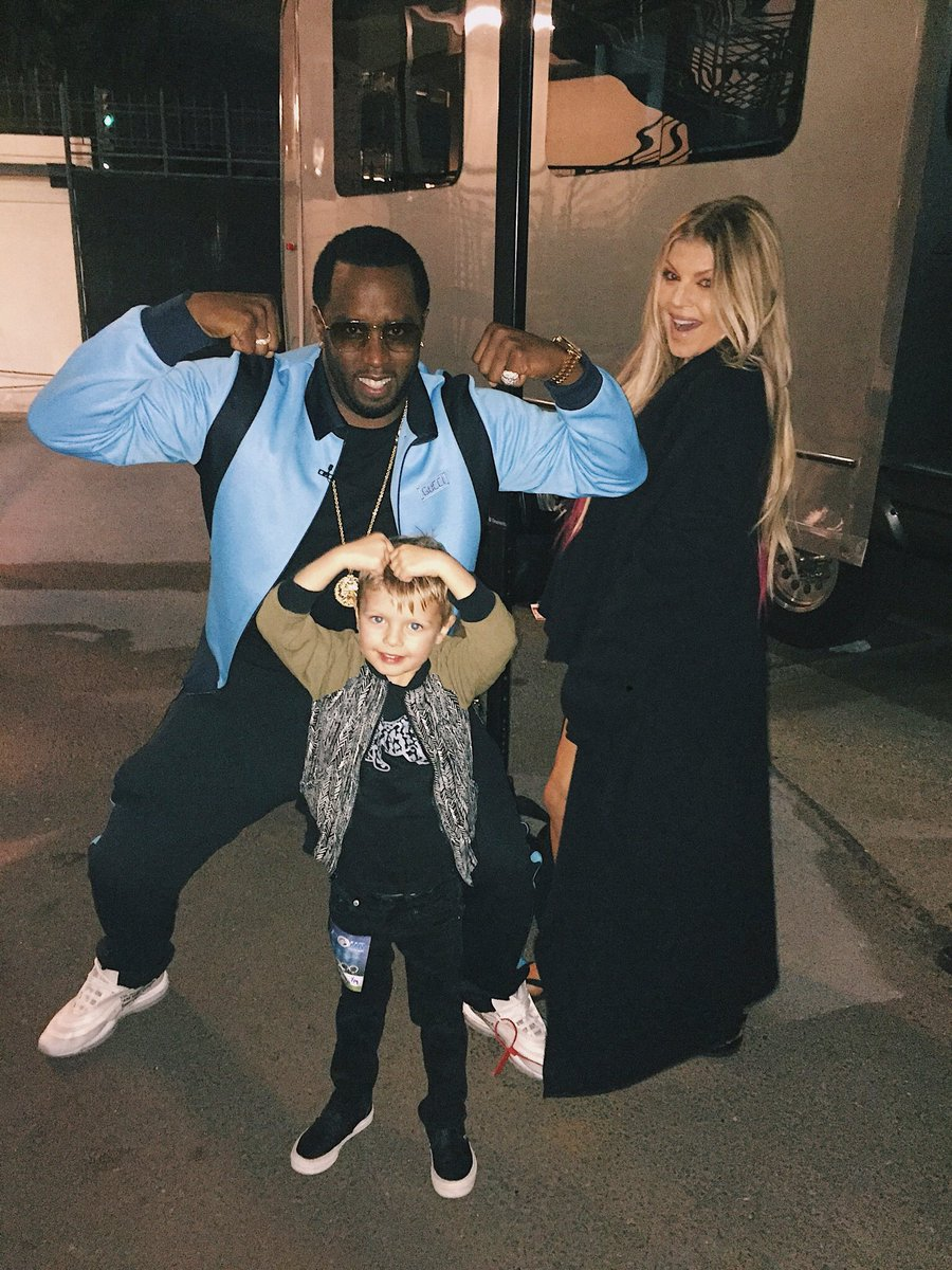 Superhero muscles with @Diddy ???????????????? #thefour https://t.co/1v33j239G3