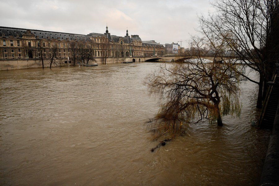 High alert: Floodwaters rise in Paris amid warnings of further deluge (PHOTOS)
