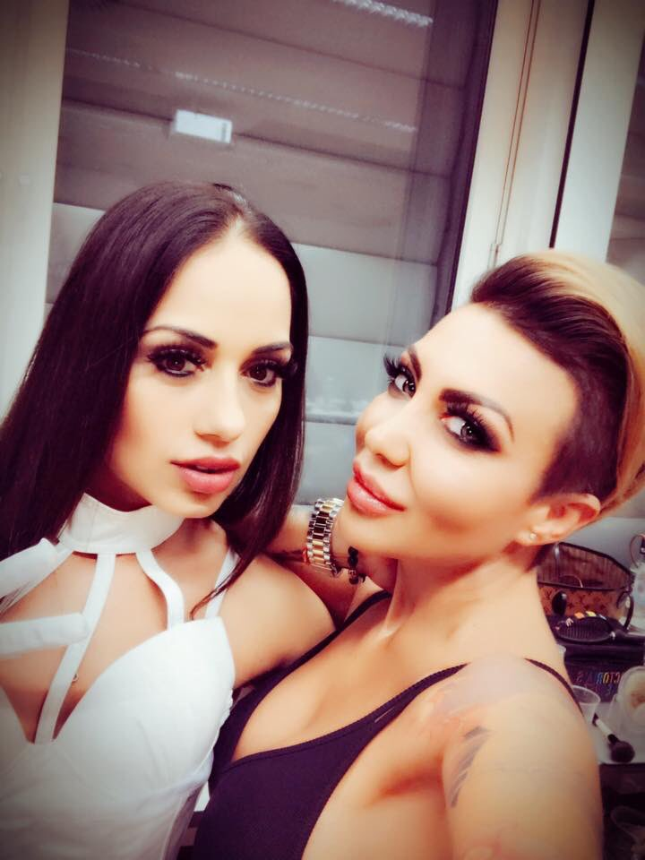 Show time With Tira Moon 😘 19UttskB7S