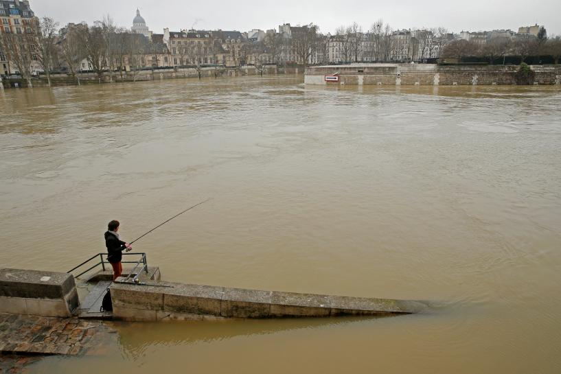 Nearly 1,500 evacuated in Paris region as rising Seine poses flood risk