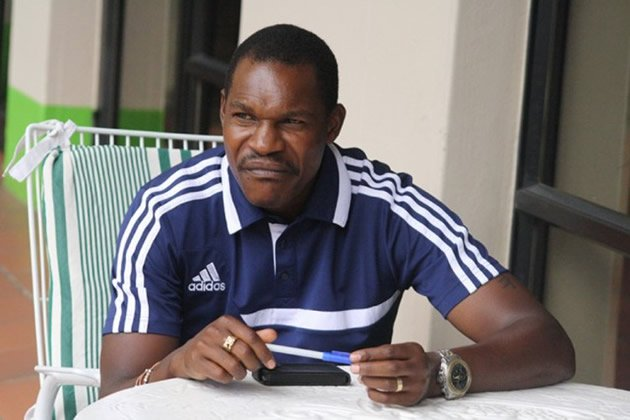 MAPEZA WARY OF ANGOLANS | The Herald