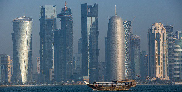 Isolated Qatar signs agreements with Oman