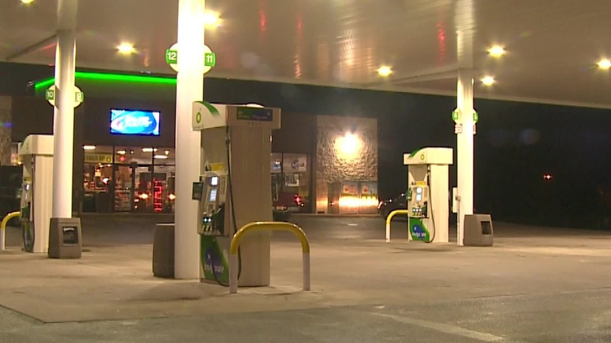 Kidnapped woman escapes thanks to help from gas station clerk