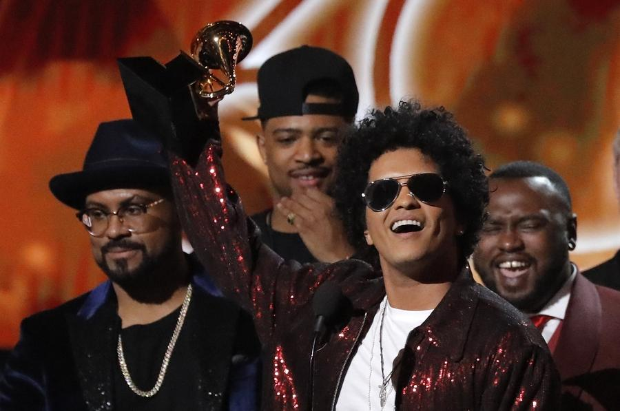 Bruno Mars sweeps top Grammy prizes