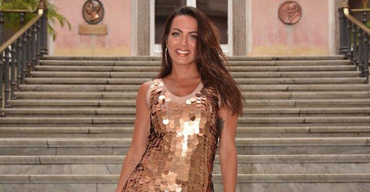 Ensaio Confira. Foto do site da Caras Brasil que mostra Carla Prata participa do ensaio da Escola de samba Imperatriz Leopoldinense! Confira
