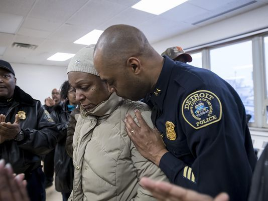 Vigil honors slain Detroit police officer