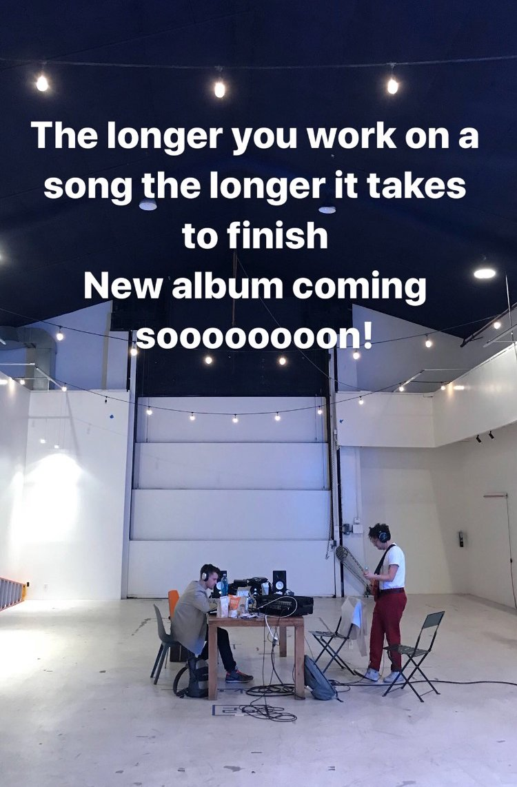 The longer you work on a song, the longer it takes to finish. New album coming soooooooon!   @30SECONDSTOMARS https://t.co/3rt2V4QCvT