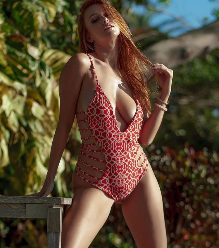 Lovely redhead babe Leanna Decker showcasing her voluptuous curves  1100319