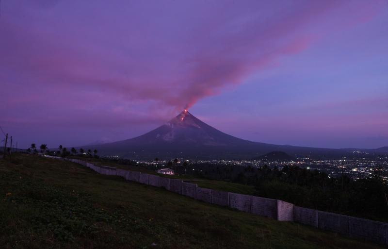 Erupting Mayon volcano sparks Philippine tourism boom