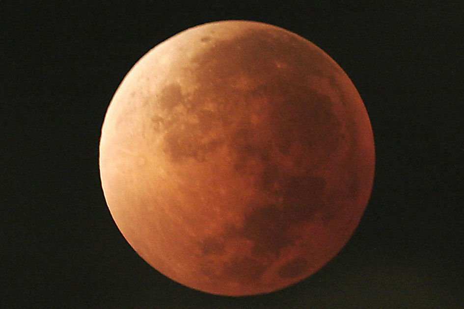 Blue moon, supermoon, total lunar eclipse rolled into one