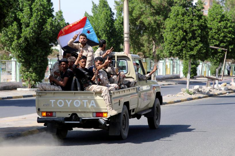 Yemen separatists capture Aden, government confined to palace: residents