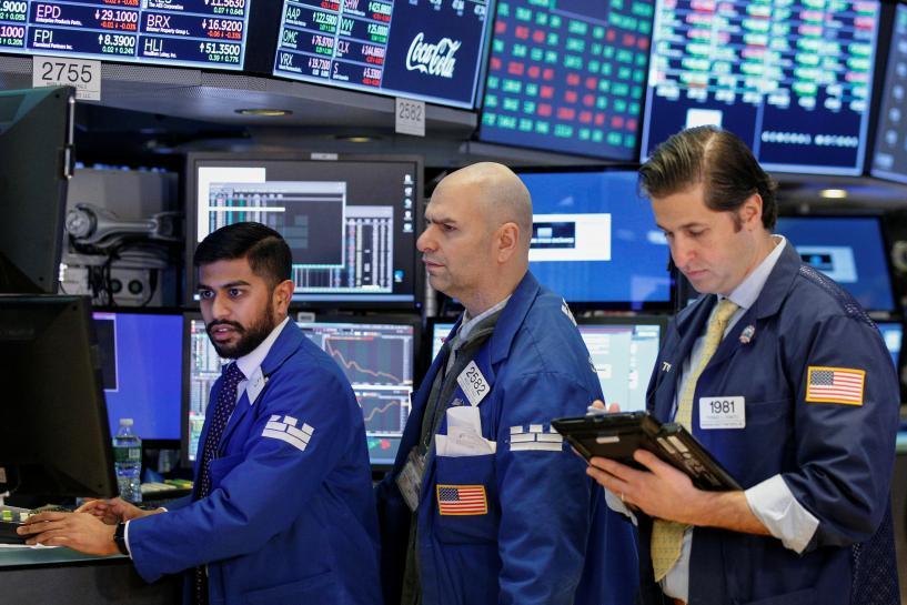 Futures dip as bond yields, Apple again weigh