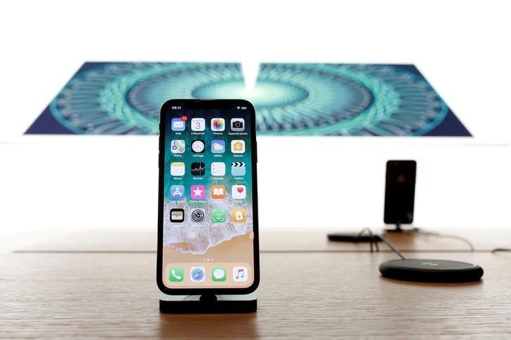 Amid angst over iPhone X, Wall Street braces for weak forecast from Apple