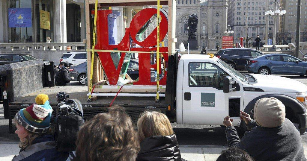 "Philadelphia ""LOVE"" sculpture returns, just in time for Valentine's Day"