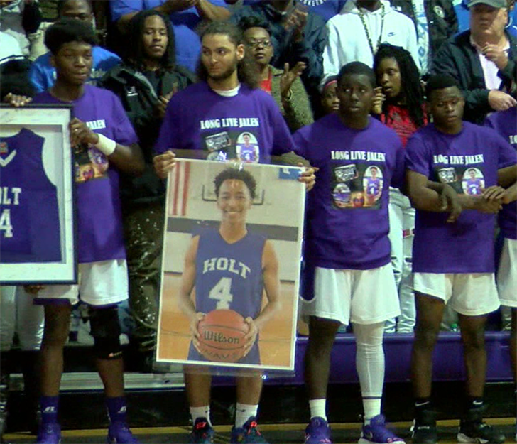 Teammates honor teen killed before Holt High school basketball game