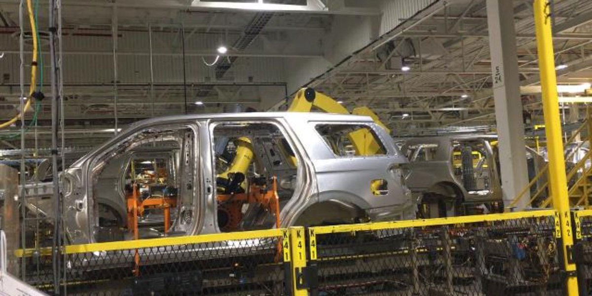 "Kentucky Ford plant's ""Kong"" robot is impressive"