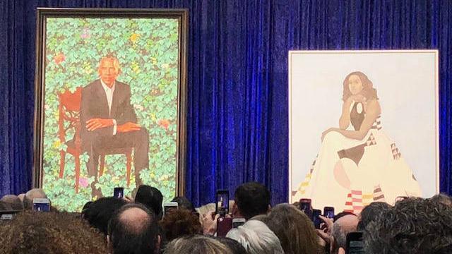 Smithsonian unveils portraits of the Obamas https://t.co/GO0zU4GQP3 https://t.co/H87MkowEPZ