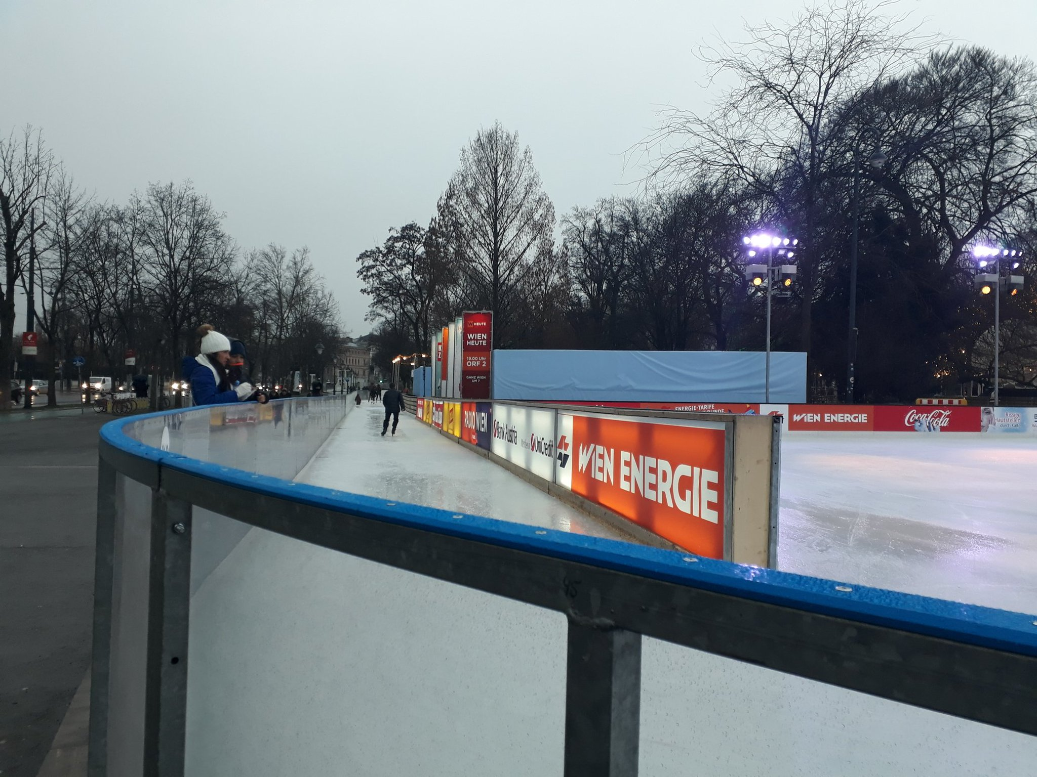 I like it- in Vienna they dont just have an outdoor icerink but an ice path through a park in the centre of the city https://t.co/Cv8I0LASjm