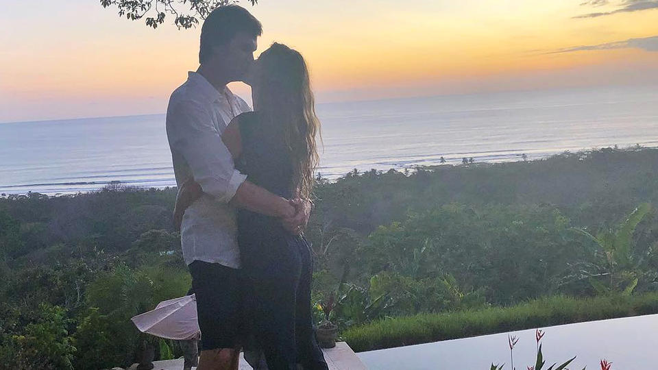 Tom Brady kisses Gisele Bündchen in Costa Rica one week after Super Bowl loss
