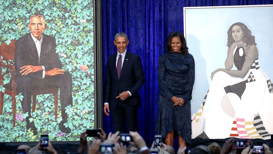.@BarackObama & @MichelleObama paintings unveiled at the National Portrait Gallery https://t.co/3iM3m6u6X1 https://t.co/Wmtqrwh6B1