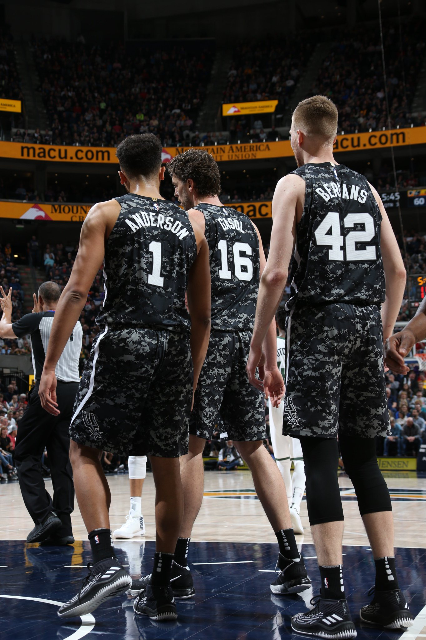 Timeout with 16.7 seconds left, down by two #GoSpursGo https://t.co/0OlTTG4FsH