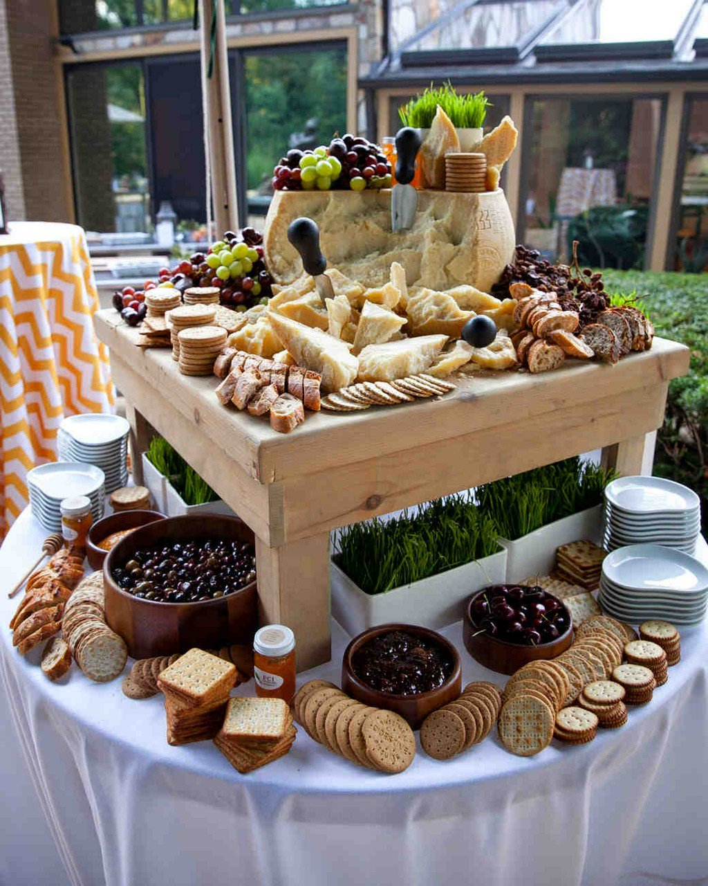14 Delicious Food Bars for Your Wedding https://t.co/sHsVwzwsbM https://t.co/YCFa5vA51K