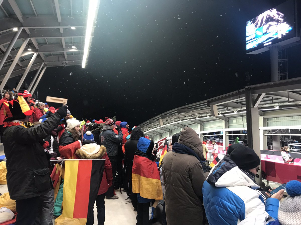 The fans are ready for the race. It's #RACEDAY #LugePC18 #BSDteam https://t.co/hwYTtq9h4F