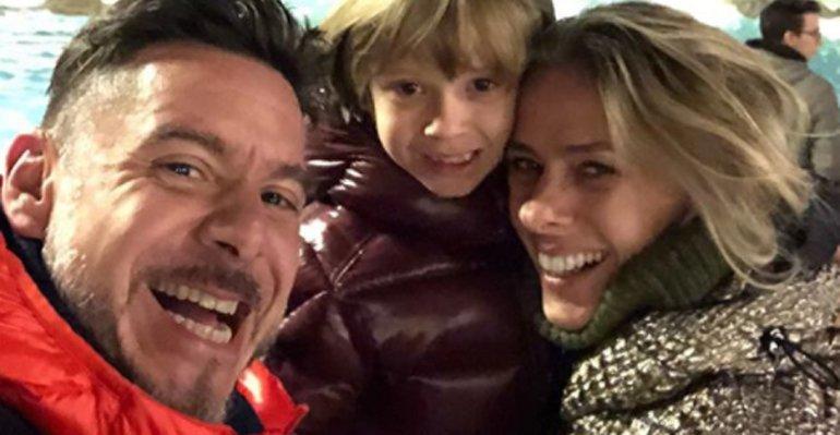 Viaja. Foto do site da Caras Brasil que mostra Adriane Galisteu viaja com a família para a Itália. Veja mais momentos