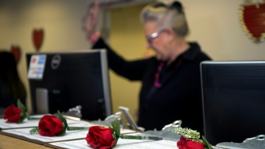 Valentines get quickie marriage licenses at Las Vegas airport