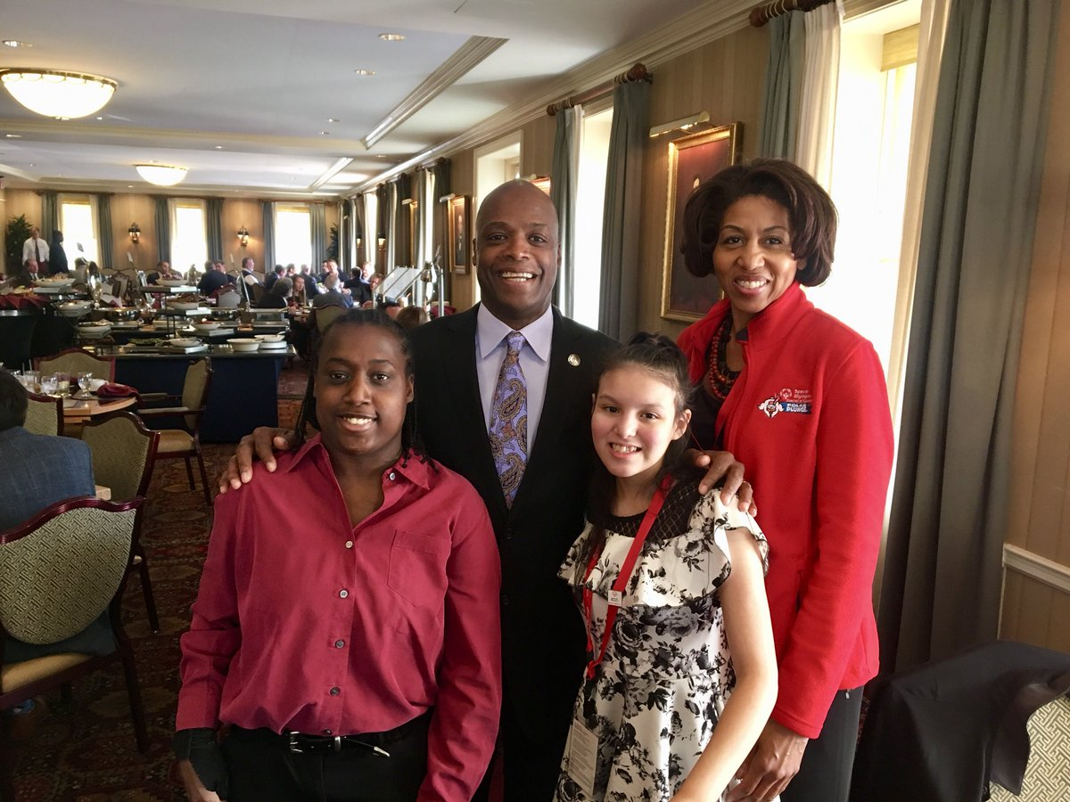 RT @SpecialOlympics: We've got @Redskins legend & @NFL Hall of Famer @darrellgreen28 on the Hill with us! #SOHillDay https://t.co/C2Qk25ypFE