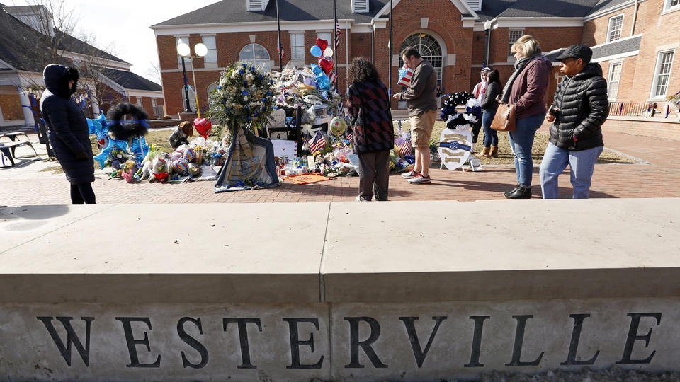 2 slain Ohio officers' families thank community for support