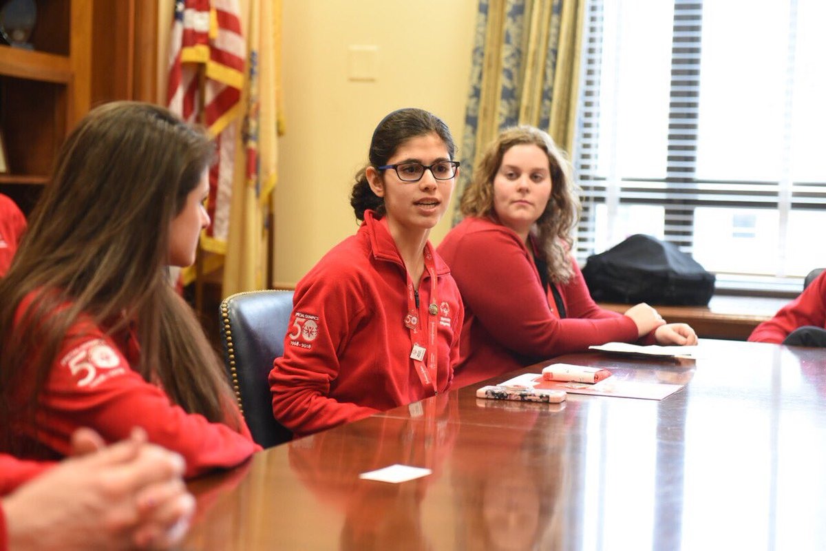 Health Messenger Paige Giasullo discussing the importance of #InclusiveHealth with @SenBooker! #SOHillDay https://t.co/UDLgqWsNtW