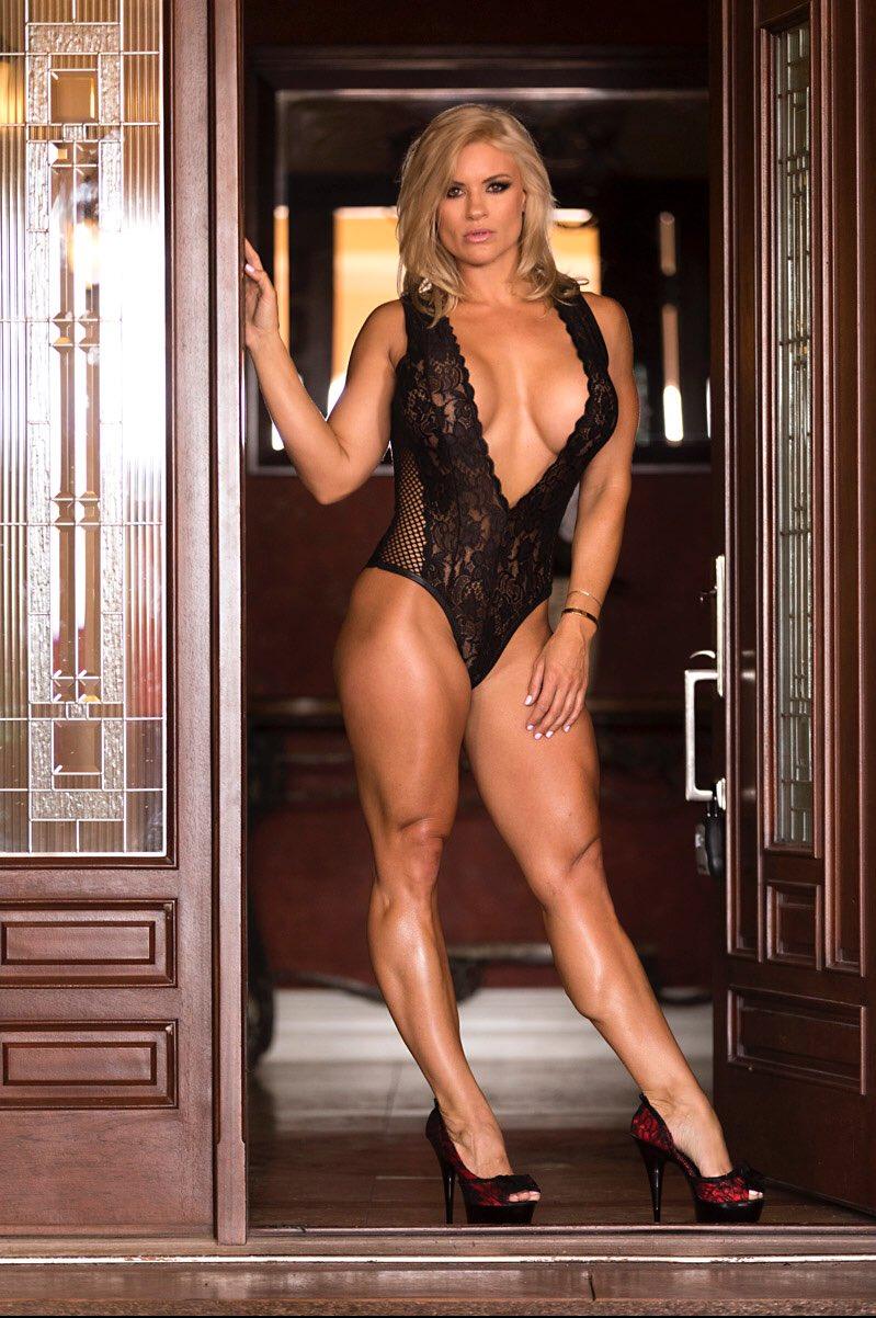 #GoddessSydneyThunder #MuscularLegs #FemaleMuscle #Blondes #Strongwomen #ThickLegs #Fitgirl #Rt https://t.co/BORcOLcEBp