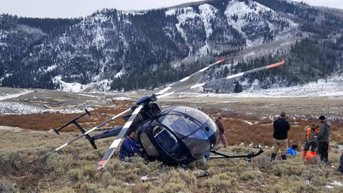 Leaping elk crashes low-flying research helicopter in Utah https://t.co/cUiskoQbAR https://t.co/41OnRZ93B9