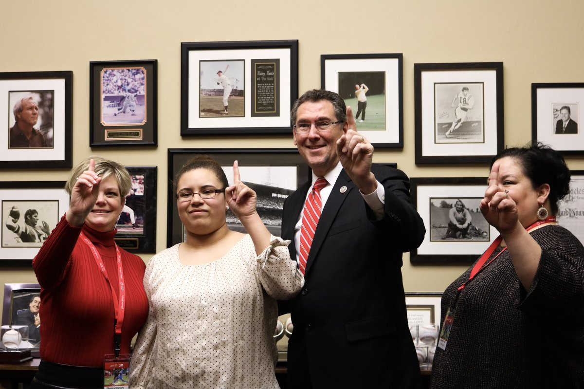 Had the pleasure of meeting with @SpclOlympicsMS and our incredible athlete, Keyshana, this afternoon. You truly are an inspiration! #SOHillDay #ChooseToInclude https://t.co/59js6k6Utk