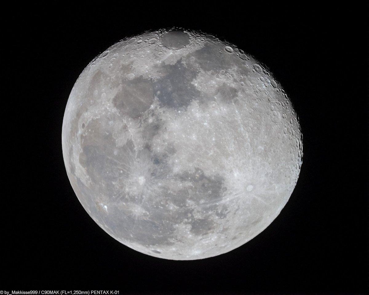 2月3日のお月様。0:28頃, 月齢16.55, 輝面比93.9%, 高度55°, 方位122°。昼間は曇りがちでしたが、深夜は雲が少なくなっていました。肉眼でも欠けてきたのが、はっきり。しかし、まだまだ寒い~~。 C90MAK(f 13.9)直焦点 1/250Sec ISO1600 Stack=16枚 #月 #Moon https://t.co/feAURbZNjS