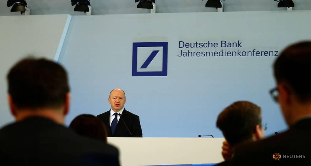 Deutsche Bank gambles German goodwill with bonus bonanza